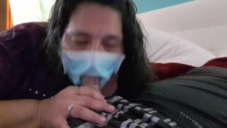 Anyuka a karantén idején is megoldotta leszopja fiát