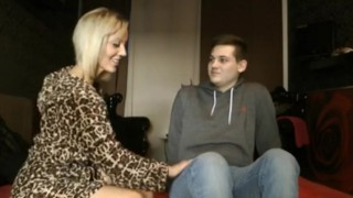 Nagy Cicis Tetovált Szőke Anya Fiatal Fiával Szexel